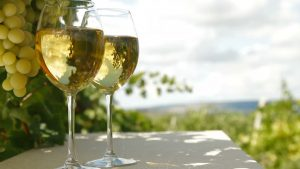 Olika sorter av torrt vitt vin