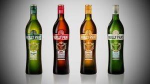 """<img src=""""382.jpg"""" alt=""""fyra flaskor vermouth i olika färger"""" srcset="""