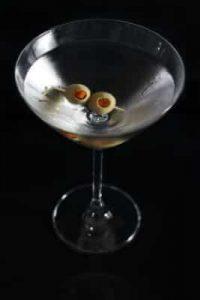 """<img src=""""383.jpg"""" alt=""""martiniglas med två gröna oliver"""" srcset="""