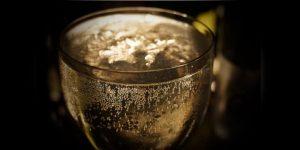 Bubblor i ett glas Prosecco
