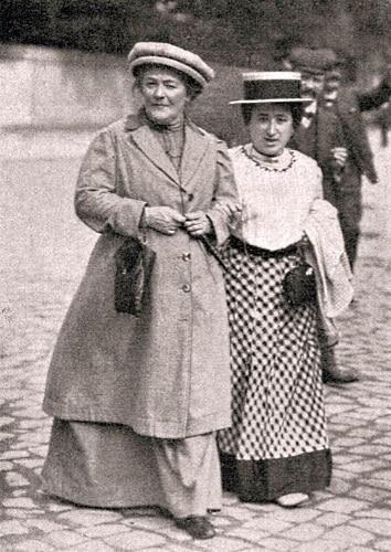 Clara Zetkin och Rosa Luxemburg på promenad