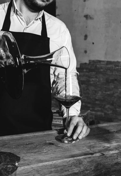 Star Wine List: dekanterar