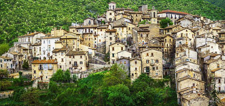 Abruzzo - vy över berg och hav
