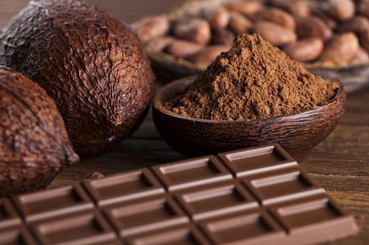 choklad - kakopulver, bitar a choklad och bönor