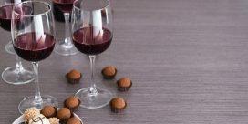 Så här provar man vin och choklad ihop!