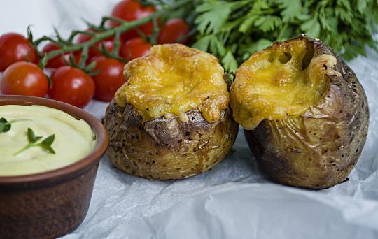 Kräftskiva - bakad färskpotatis med ost