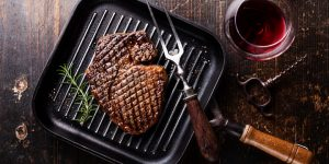 Matcha mat och vin - grillad stek med rött vin