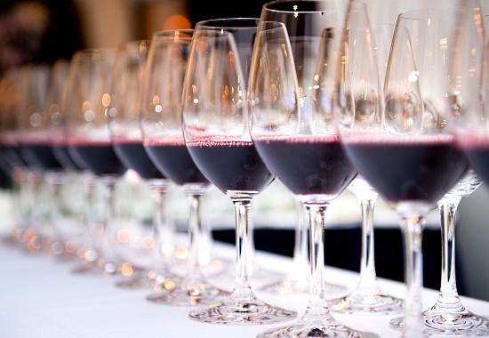 Pinot Noir - glas med vin på rad