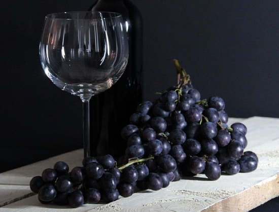 chianti el drago e a formace - bild på druvor och glas