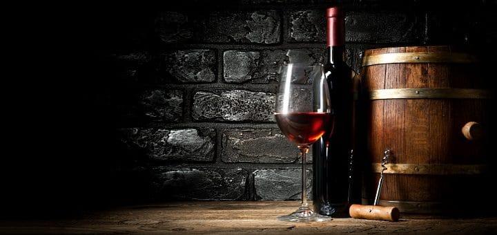 valpolicella-–vinflaska glas och tunna