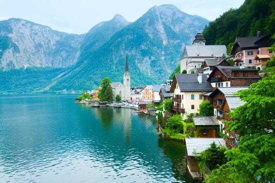 Vinlandet-Österrike utsikt över sj med alper
