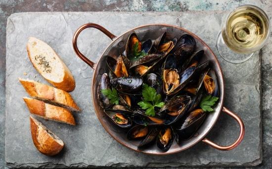 Rhônedalen -musslor kokta i vitt vin