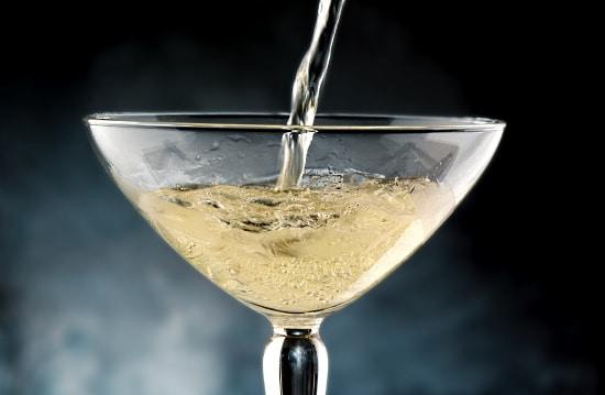 Bubbel - häller upp i glas
