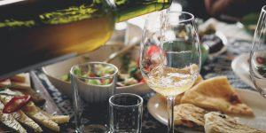 Vinresa - dukat bord med vin