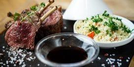 Gott Bordeaux-vin med marockanska lammkotletter