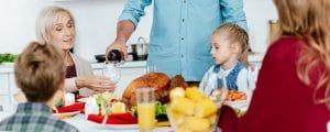 föräldrar som dricker - bar och vuxna har middag