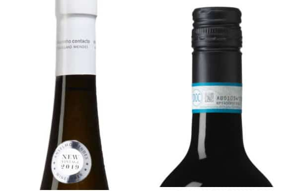 vinetiketten-appellationer-på-flaskhalsen