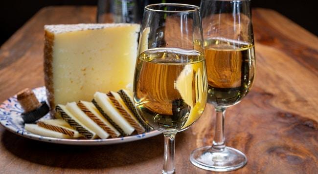 Madeira - ett glas och ostbitar