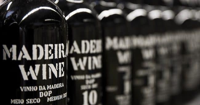 Madeira - omslag med många flaskor