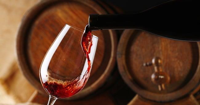 Barbera d'Asti - omslagsbild med en flaska rött vin