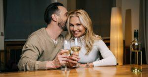 alla hjärtans dag - omslagsbild på ett oar som dricker vin
