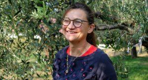 Cristiana Bettili - omslagsbild på henne i vingården