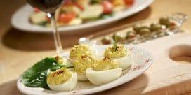 Ät ägg-stra i påsk med vin!