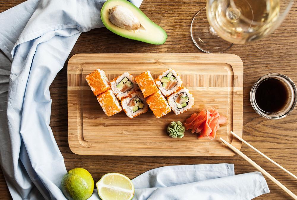 Sushi med vit vin