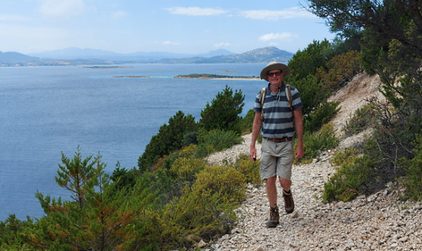 Sardinien vandringsled längs med den vackra kusten