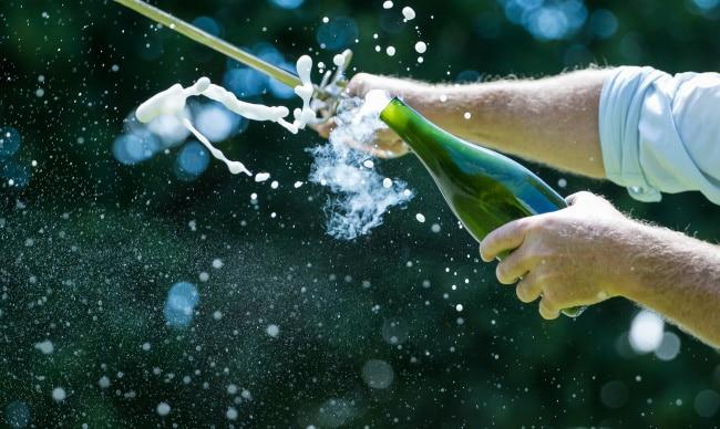 att sabrera en flaska champagne