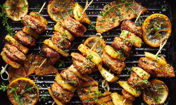 grillspett med kyckling och ananas