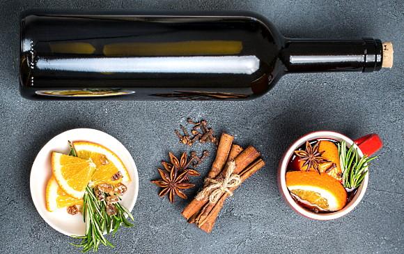 kryddor och vin - en falska och lite kryddor omkring