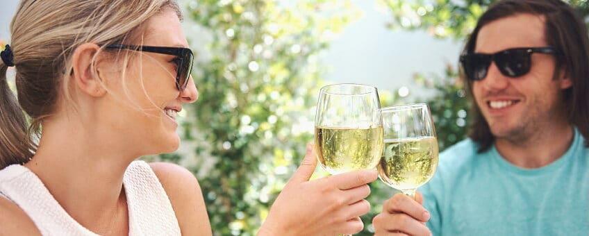 Alter Blanco - ett par som dricker vitt vin