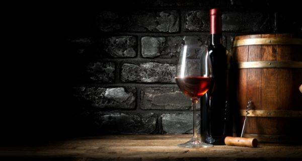 ekfatslagrat - vinflaska, glas och ekfat